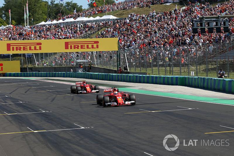 Ganador de la pole Sebastian Vettel, Ferrari SF70-H y Kimi Raikkonen, Ferrari SF70-H