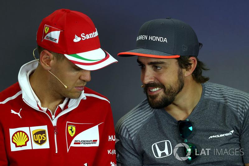 Sebastian Vettel, Ferrari y Fernando Alonso, McLaren en la conferencia de prensa