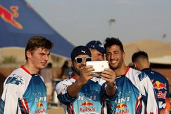 Daniel Ricciardo, Red Bull Racing and Max Verstappen, Red Bull Racing pose for a photo with fans