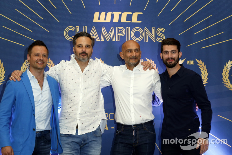 Andy Priaulx; Yvan Muller, Citroën World Touring Car Team; Gabriele Tarquini, LADA Sport Rosneft; José María López, Citroën World Touring Car Team