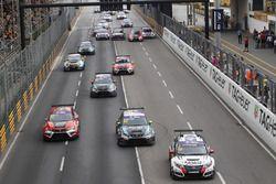 Gianni Morbidelli, West Coast Racing, Honda Civic TCR ; Dusan Borkovic, B3 Racing Team, SEAT León S