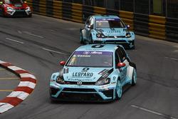 Stefano Comini, Leopard Racing, Volkswagen Golf GTI TCR; Jean-Karl Vernay, Leopard Racing, Volkswage