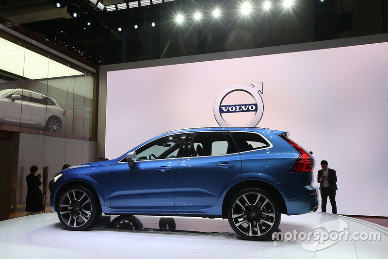 volvo xc60 bei motorshow in genf automotive fotos. Black Bedroom Furniture Sets. Home Design Ideas