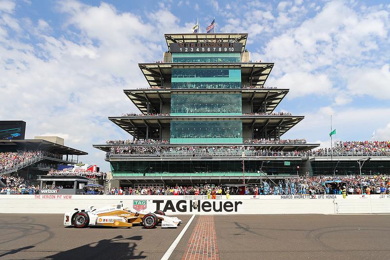 По итогам гонки Кастроневес лидирует в зачете IndyCar – на его счету 245 очков. Следом за ним Пажено, финишировавший 14-м, Сато и Диксон. У всех трех по 234 очка в активе.