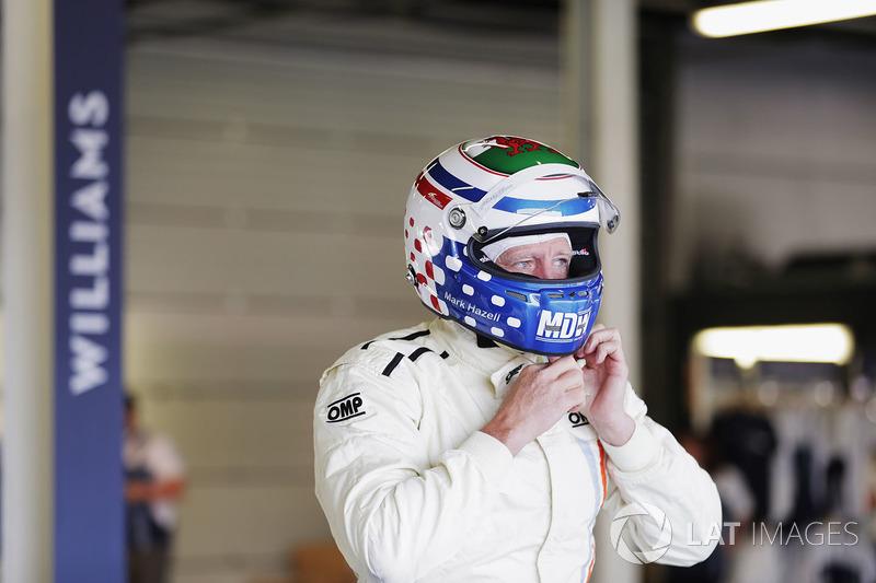 Mark Hazell se prépare pour rouler avec la Williams FW07B de Carlos Reutemann