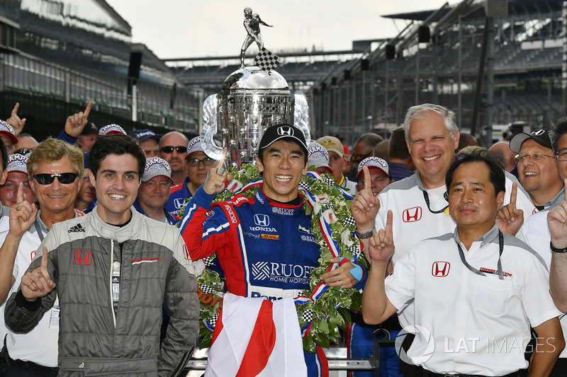 Takuma Sato, Michael Andretti, Andretti Autosport team owner Autosport Honda celebrates the win in Victory Lane with Honda Engineers