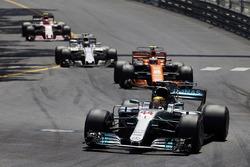 Льюис Хэмилтон, Mercedes AMG F1 W08, Стоффель Вандорн, McLaren MCL32, Фелипе Масса, Williams FW40