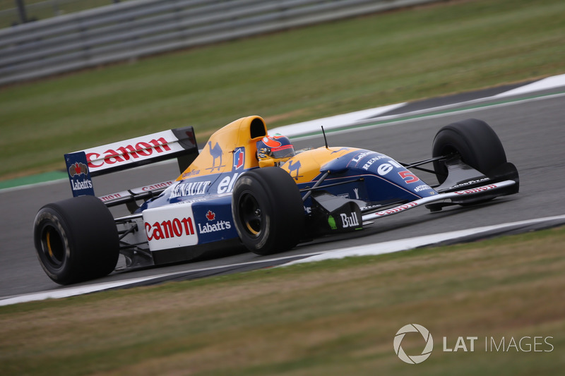 Карун Чандок за рулем Williams FW14B Renault