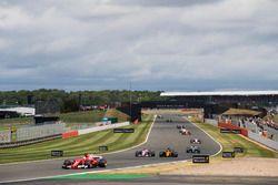 Sebastian Vettel, Ferrari SF70H, Esteban Ocon, Sahara Force India F1 VJM10, Nico Hulkenberg, Renault