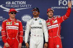 Обладатель поула Льюис Хэмилтон, Mercedes AMG F1, второе место – Кими Райкконен, третье место – Себа
