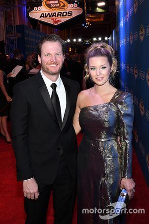 Dale Earnhardt Jr., Hendrick Motorsports, mit seiner Verlobten Amy Reimann