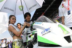 Takehiro Yamamoto and grid girl