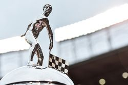 Il Borg-Warner Trophy al Chicago Cubs Wrigley Field