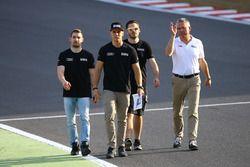 Nicolaj Moller Madsen, Markus Pommer, Phoenix Racing caminando en la pista