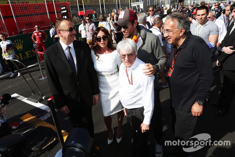 Ilham Aliyev, Azerbaycan Başkanı ve eşi Mehriban Aliyeva (AZE); Enrique Iglesias, Şarkıcı; Bernie Ecclestone (GBR); ve Sergio Marchionne (ITA), Ferrari Başkanı