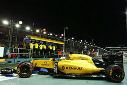 Kevin Magnussen, Renault Sport F1 Team RS16 deja los pits