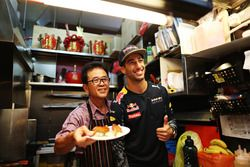 Daniel Ricciardo, Red Bull Racing al Newton Food Centre