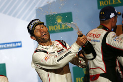 Ganador de la carrera Mark Webber, Porsche Team