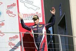 Segundo lugar Yan Shlom, RB Racing en el podio