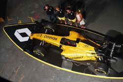 Cyril Abiteboul, Renault Sport F1 Managing Director, Kevin Magnussen, Renault Sport F1 Team, Jolyon Palmer, Renault Sport F1 Team and Ellie Jean Coffey
