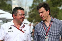 Eric Boullier, directeur de la compétiton McLaren Racing avec Toto Wolff, actionnaire et directeur technique Mercedes AMG F1