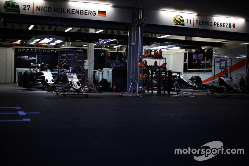 Sahara Force India F1 Team pits de noche