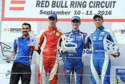 Podio: il vincitore della gara Colton Herta, Carlin Motorsport, il secondo classificato Leonardo Pul