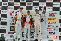 Podium GT: race winner #9 K-Pax Racing McLaren 650S GT3: Alvaro Parente, second place #6 K-Pax Racing McLaren 650S GT3: Austin Cindric, third place #05 Always Evolving Racing Nissan GT-R-GT 3: Bryan Heitkotter