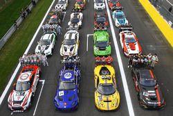 Csoportkép az autókról