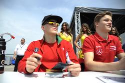 Sesión de autógrafos, Maximilian Günther, Prema Powerteam Dallara F312 – Mercedes-Benz