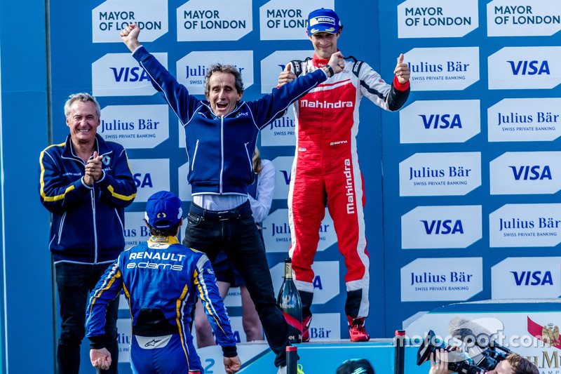 E o papai Alain Prost, que é chefe da e.Dams, estava no pódio para celebrar o feito do filho. Ficou feliz o 'Professor'?