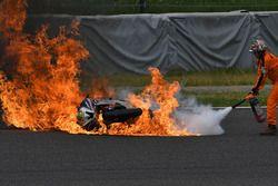 Peerapong Loiboonpeng'in motosikleti yanıyor