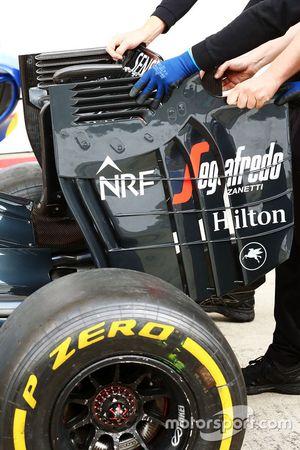 McLaren rear wing end plate detail