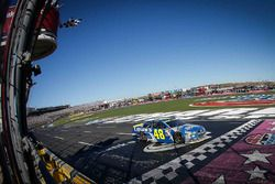 Jimmie Johnson, Hendrick Motorsports Chevrolet takes the checkered flag