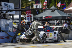 #911 Porsche Team North America Porsche 911 RSR: Nick Tandy, Patrick Pilet, Richard Lietz, pit action