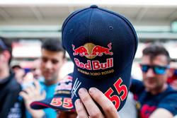 Carlos Sainz Jr., Scuderia Toro Rosso avec des fans