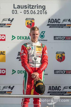 Podio: Sieger Mick Schumacher, Prema Powerteam