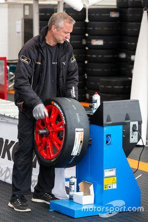 Hankook tire crew
