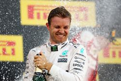 Podium: winner Nico Rosberg, Mercedes AMG F1 Team celebrates with the champagne
