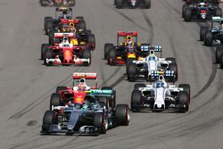 Nico Rosberg, Mercedes AMG F1 Team W07 mène au départ