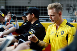 Kevin Magnussen, Renault Sport F1 Team signs autographs for the fans