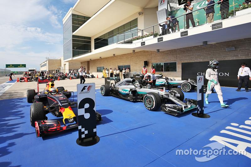 Daniel Ricciardo, Red Bull Racing, Lewis Hamilton, Mercedes AMG F1 y Nico Rosberg, Mercedes AMG F1 en parc ferme