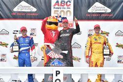 Podium: race winner Will Power, Team Penske Chevrolet, second place Mikhail Aleshin, Schmidt Peterson Motorsports Honda, third place Ryan Hunter-Reay, Andretti Autosport Honda