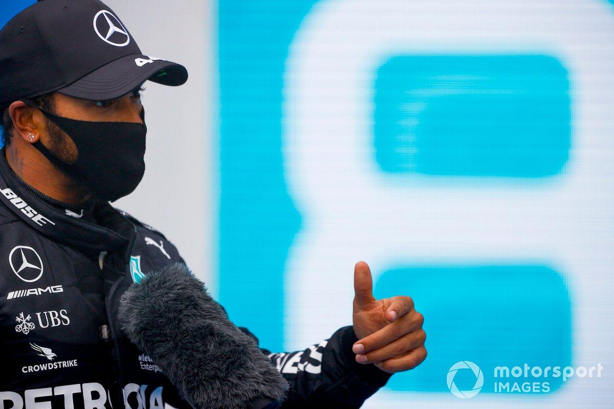 Il vincitore della gara Lewis Hamilton, Mercedes-AMG Petronas F1 al Parc Ferme
