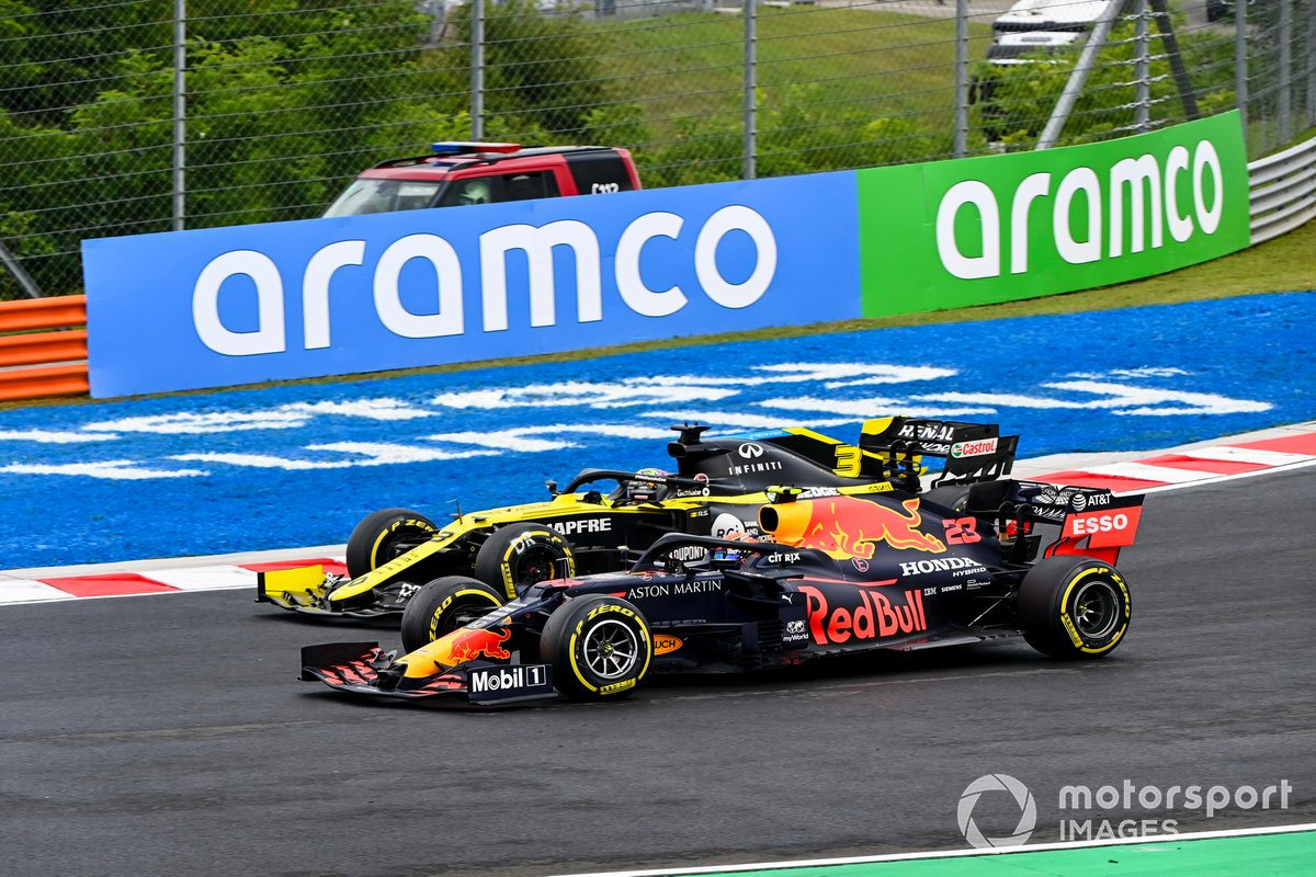 Alex Albon, Red Bull Racing RB16, Daniel Ricciardo, Renault F1 Team R.S.20