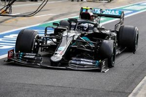 Valtteri Bottas, Mercedes F1 W11 pitstop with a puncture