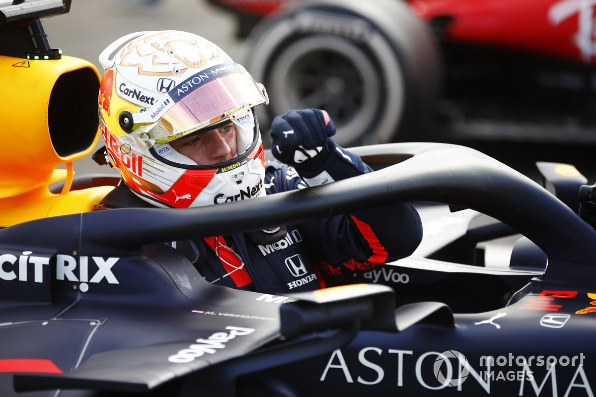 Max Verstappen, Red Bull Racing, segundo lugar llega a parc ferme