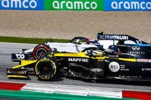 Даниэль Риккардо, Renault F1 Team R.S.20, и Пьер Гасли, AlphaTauri AT01