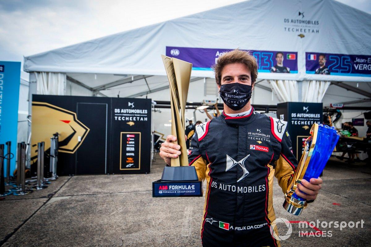 Antonio Félix da Costa, DS Techeetah con su trofeo de campeón