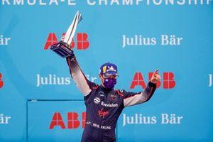 Robin Frijns, Virgin Racing fête sa 2ème place sur le podium